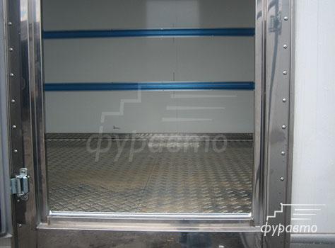 боковая дверь изотермического фургона